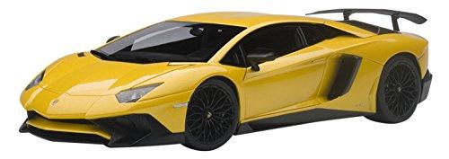 Lamborghini Aventador LP750-4 SV metallic-yellow 2015 Model Car Ready-made AutoArt 118