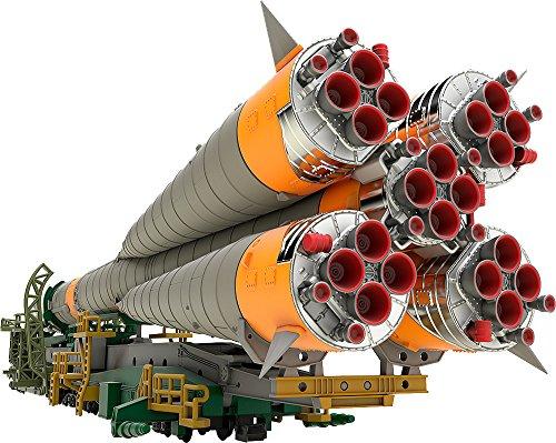 Good Smile Soyuz Rocket Transport Train 1 150 Scale Plastic Model Kit