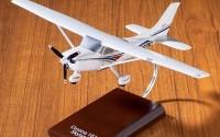 Cessna-CESSNA-182-Skylane-mahogany-model-airplane-die-cast-48.jpg